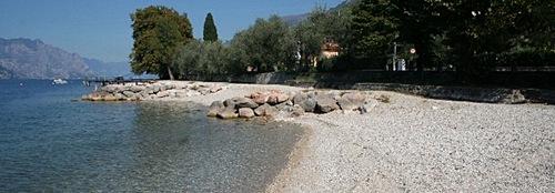 Strand gegenüber vom Ferienhaus Masserosa am Gardasee