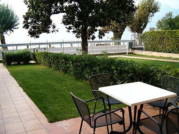 Blick zur Seeseite des Ferienhaus Villa Masserosa am Gardasee
